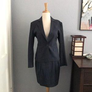 BCBG Élégant Navy Skirt Suit Set